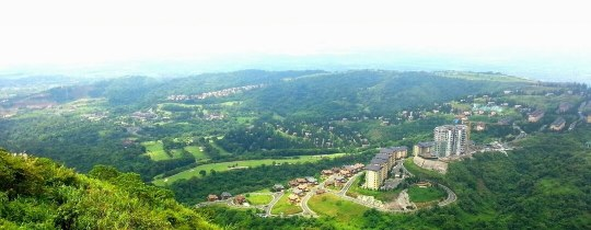 Uitzicht op Tagaytay Highlands, vanuit People's Park in the Sky - Tagaytay